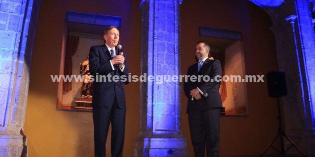 Critica exdirector de la CIA estrategia de descabezar cárteles iniciada por Felipe Calderón