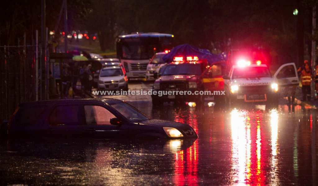 VIDEOS: Intensas lluvias provocan caos al sur de la CDMX