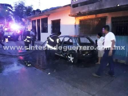 Enfrentamientos, ataques a sitios de autotransporte y vehículos incendiados en la periferia de Acapulco