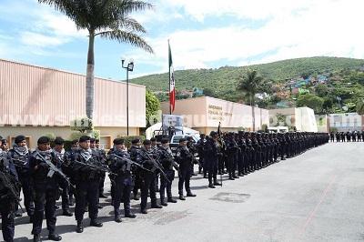 (Video) En emotiva ceremonia, reconoce el gobernador al general Pedro Almazán su profesionalismo y entrega en la SSP