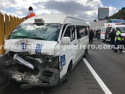 Choque de vagoneta deja 12 heridos en la México-Puebla