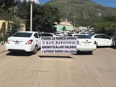 Transportistas de Tlapa bloquean la ciudad y carreteras, contra la Comunitaria