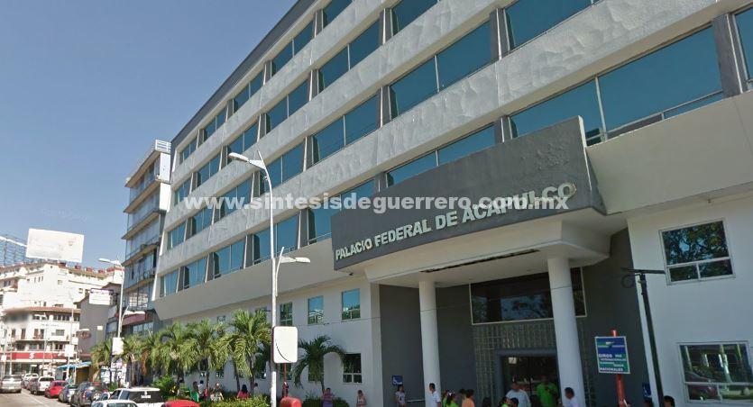 Cierran manifestantes el Palacio Federal de Acapulco