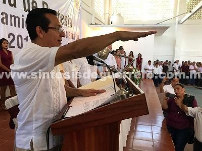 Se auto toma protesta alcalde de Tecoanapa, por vacío del cabildo saliente