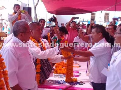 Se lleva a cabo la toma de protesta del consejo municipal comunitario en Ayutla
