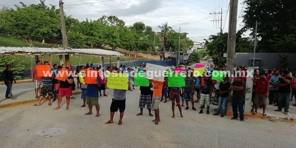 Protestan familiares de reclusos en el CERESO de Acapulco