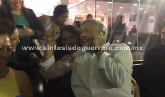 VIDEO: La divertida llamada telefónica en la que intervino AMLO