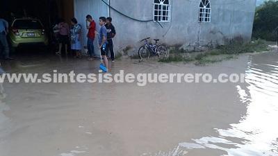 Lluvias dejan serias afectaciones en Tixtla y Eduardo Neri