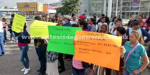 Bloque Sur de Colonias protestan en Palacio de Gobierno; señalan que les han negado proyectos