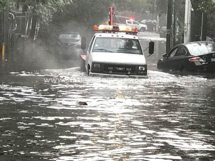 Lluvias y encharcamientos provocan caos en CDMX