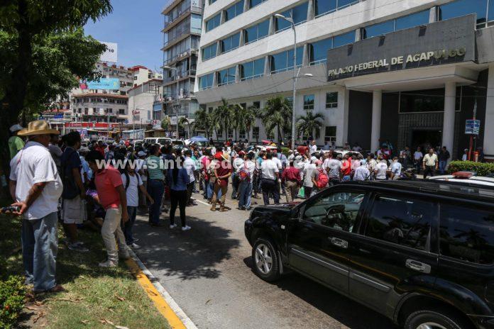 Alcalde de Acapulco mata de hambre a sus empleados; cerrarán la avenida Costera