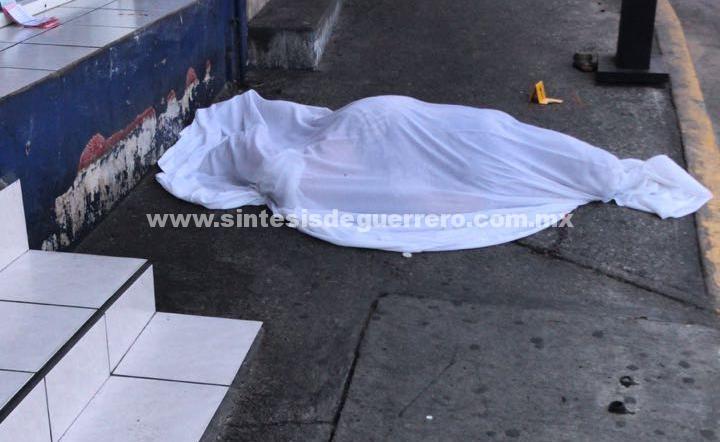 Ejecutan a checadora de camiones urbanos, en Acapulco