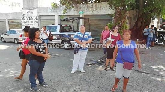 Protestan familiares de agentes de la SSP detenidos en Acapulco