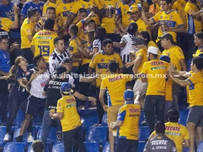 Detienen a implicado en riña entre seguidores de Tigres y Rayados