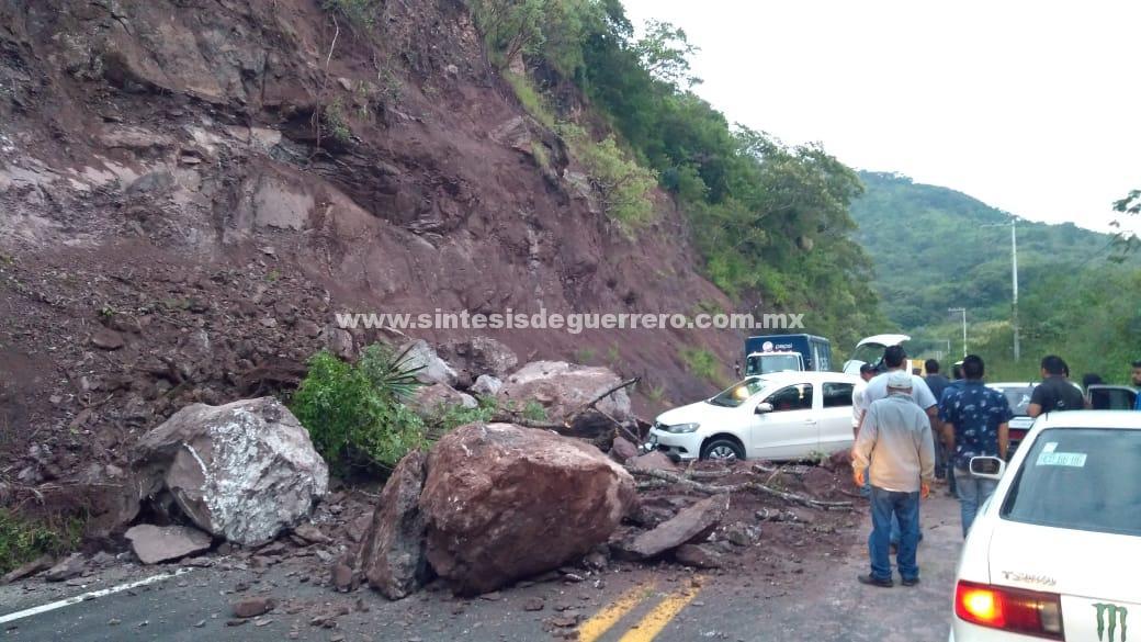 """Cortes carreteros, casas inundadas y árboles caídos, dejó a su paso """"Vicente"""""""