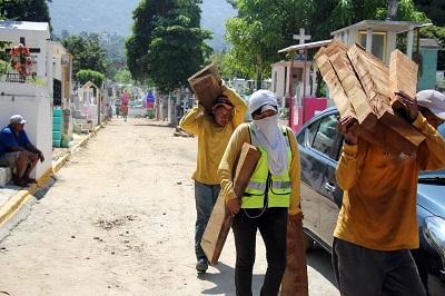 Refuerza Gobierno Municipal limpieza y remozamiento de panteones