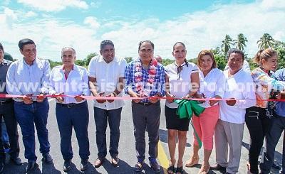 Entrega el gobernador en San Marcos el Hospital Comunitario y en Florencio Villareal las carreteras