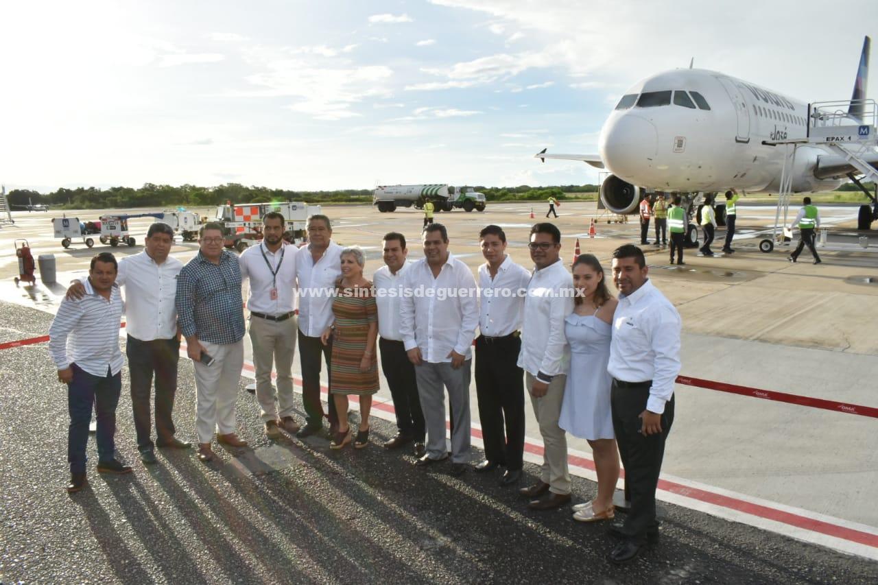 Vuelo inaugural de la nueva ruta de Volaris Tijuana-Ixtapa-Zihuatanejo