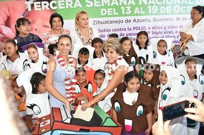 Mercedes Calvo asiste a la Tercera Semana de Salud en Zihuatanejo