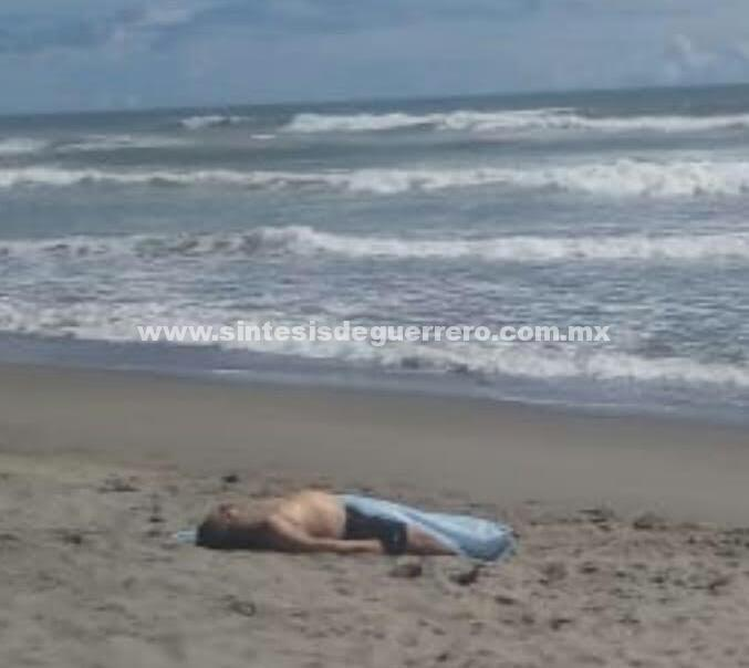 Muere turista al ser arrastrado por una ola, en playa de Acapulco