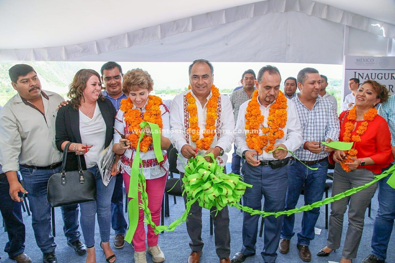 Inaugura Héctor Astudillo libramiento Tlapa y entrega apoyos para banco de sangre y obras hidráulicas