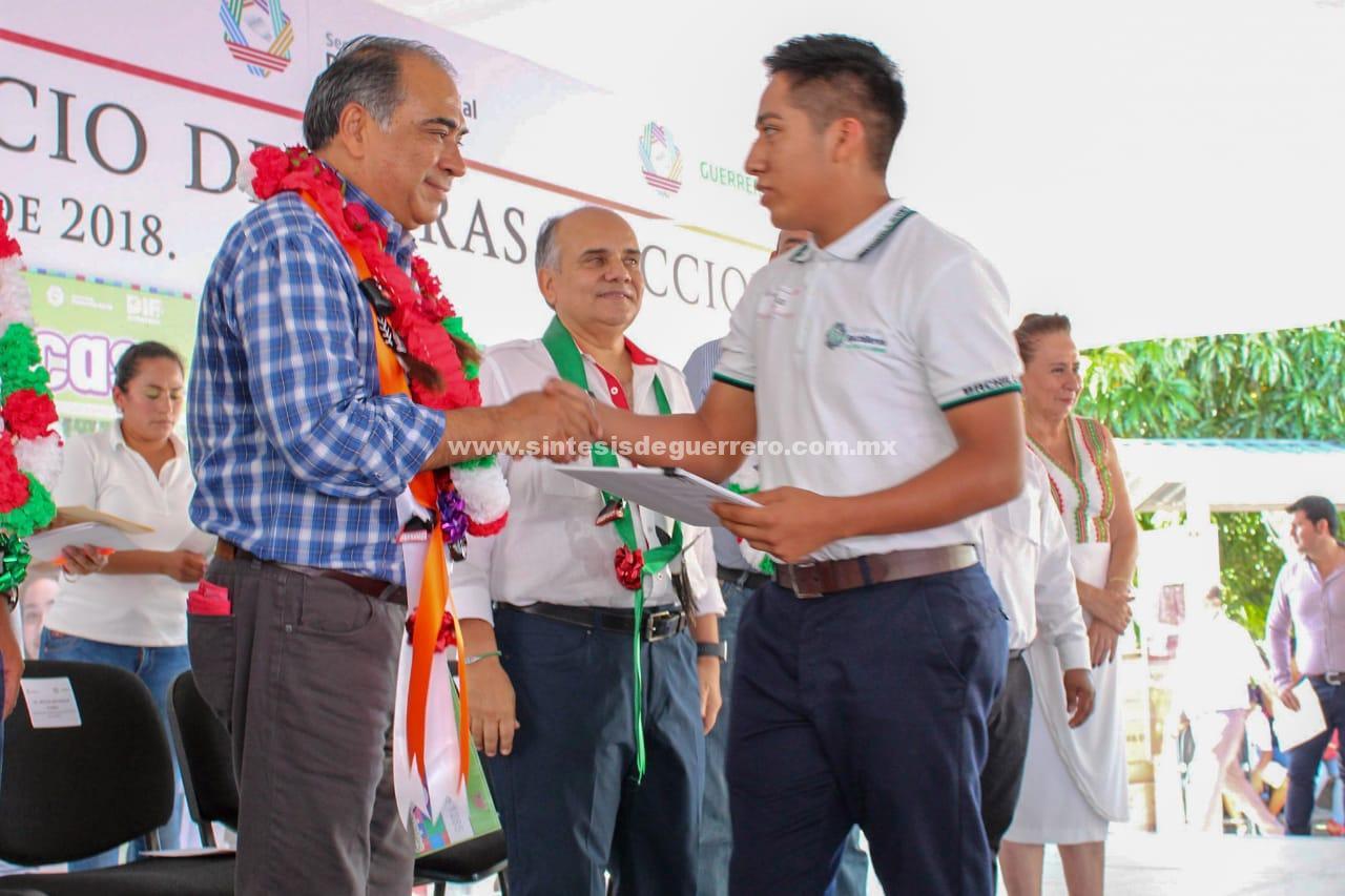 Lleva el Gobernador Astudillo más de 250 MDP de inversión en obras y acciones a Ometepec