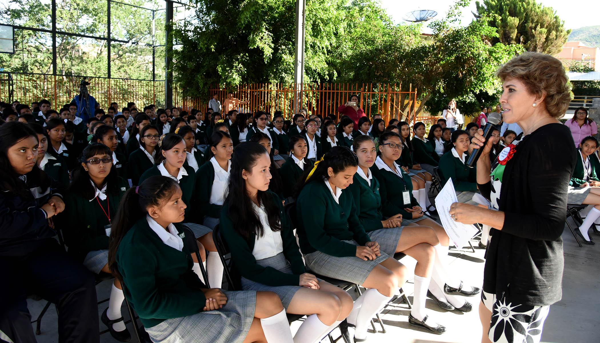 Implementa DIF Guerrero campaña de autoexploración de mama para adolescentes de secundaria