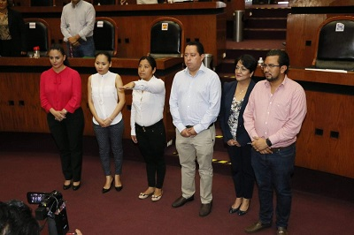 Esposa de alcalde electo desaparecido, asume la presidencia municipal de Cochoapa