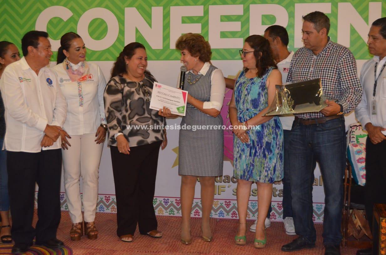 El buen trato a los adultos mayores inicia en la familia: Mercedes Calvo