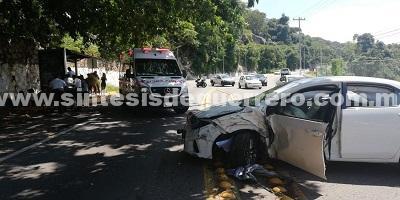 Dos lesionados en choque en avenida Escénica en Acapulco