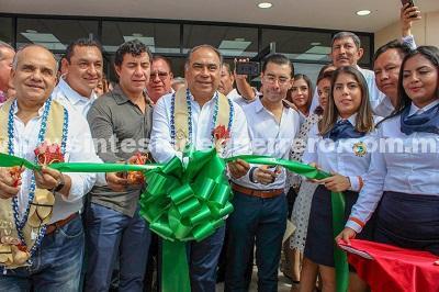Obras e infraestructura educativa, de agua potable, apoyos sociales y becas, entregó Astudillo en Tierra Caliente