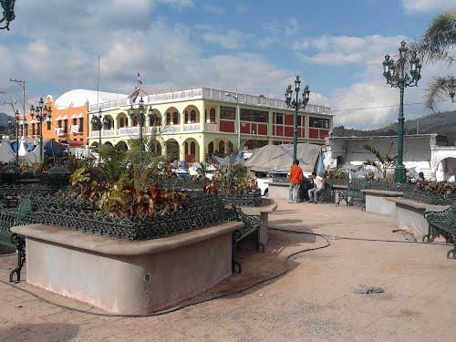 Civiles armados no permiten entrada de alcaldesa de Cochoapa al ayuntamiento