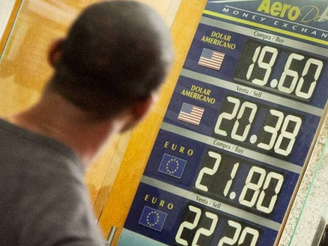 Dólar rebasa los $20 en las casas de cambio del AICM