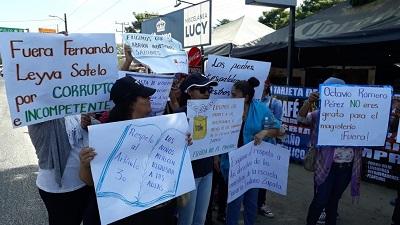Habitantes de Atoyac y Tecpan junto a la CETEG, bloquean más de 5 horas la carretera Acapulco-Zihuatanejo