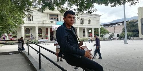 Jefferson llega de Honduras a Guerrero, con el sueño de estudiar leyes
