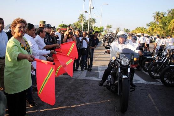 Da Adela Román banderazo a operativo por puente vacacional