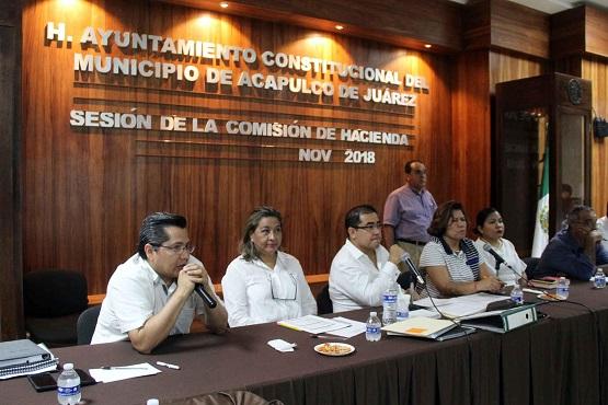 Comparece Secretario de Finanzas ante la Comisión de Hacienda del Cabildo