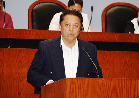 Crónica legislativa: A Eloy Cisneros Guillén, la Medalla Eduardo Neri Reynoso