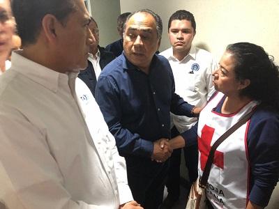(Video) Acude Héctor Astudillo al Hospital de Taxco a refrendar apoyo a familiares afectados en el ataque armado