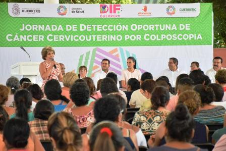Mercedes Calvo clausura jornada quirúrgica en Zihuatanejo