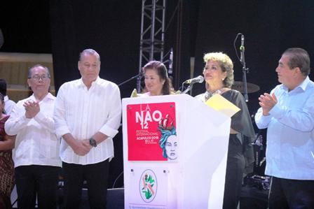 Celso Piña abre el Festival Internacional de la Nao Acapulco, inaugurado por Adela Román Ocampo