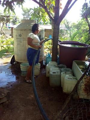 Llevó Gobierno de Adela Román agua en pipas a más de 7 mil hogares