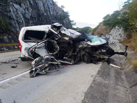 Cinco muertos deja accidente en la Autopista del Sol