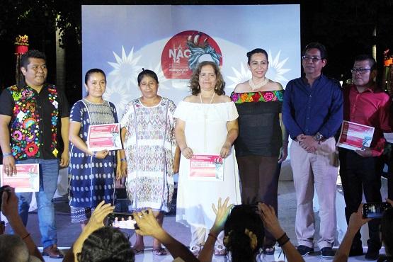 (Video) Asiste Adriana Román a exhibición de trajes típicos guerrerenses dentro del Festival La Nao