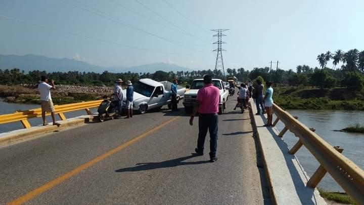 Camión de volteo provoca accidente en San Jerónimo