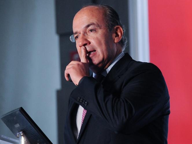 Felipe Calderón renuncia al PAN