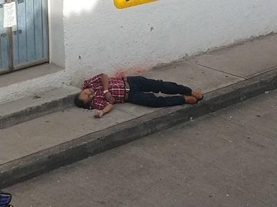 Asesinan a Policía Ministerial, afuera de las oficinas del PRD en Chilapa
