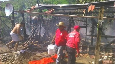 Se incendia vivienda en comunidad de Coyuca de Benítez