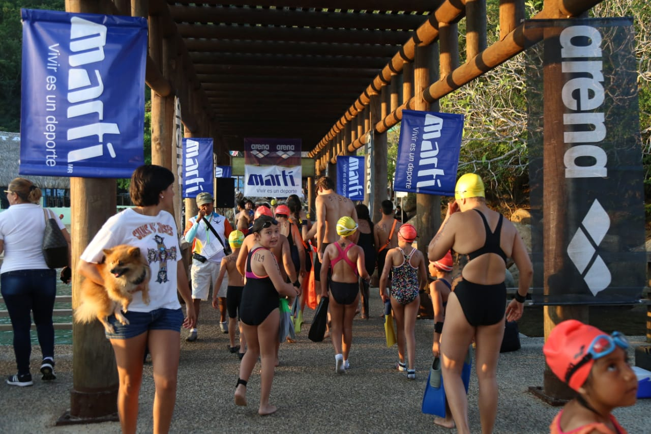 Gobernador Héctor Astudillo da arranque de inicio al Maratón Internacional Guadalupano de Acapulco.