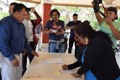 Recolectan firmas para llevar a juicio político a funcionarios que ganen más que el presidente